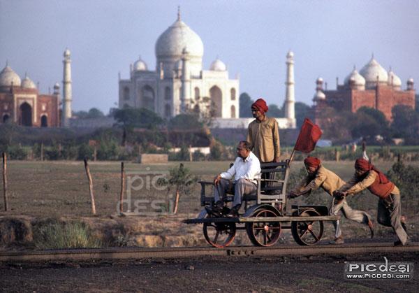 VIP visit to Taj Mahal India Funny Picture